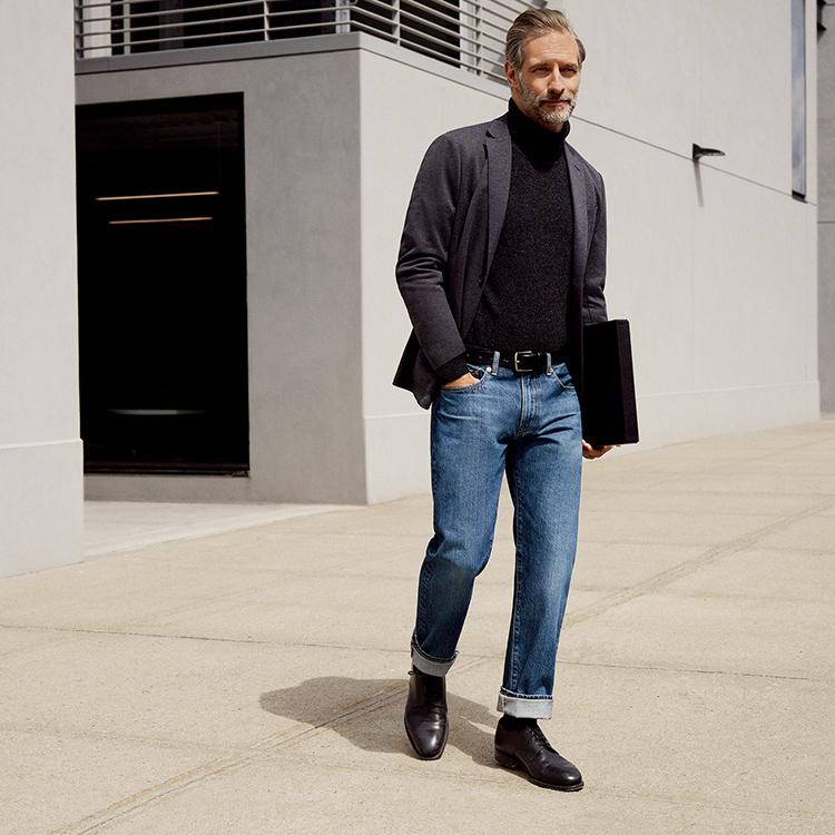 Man wearing Regular Fit Jeans