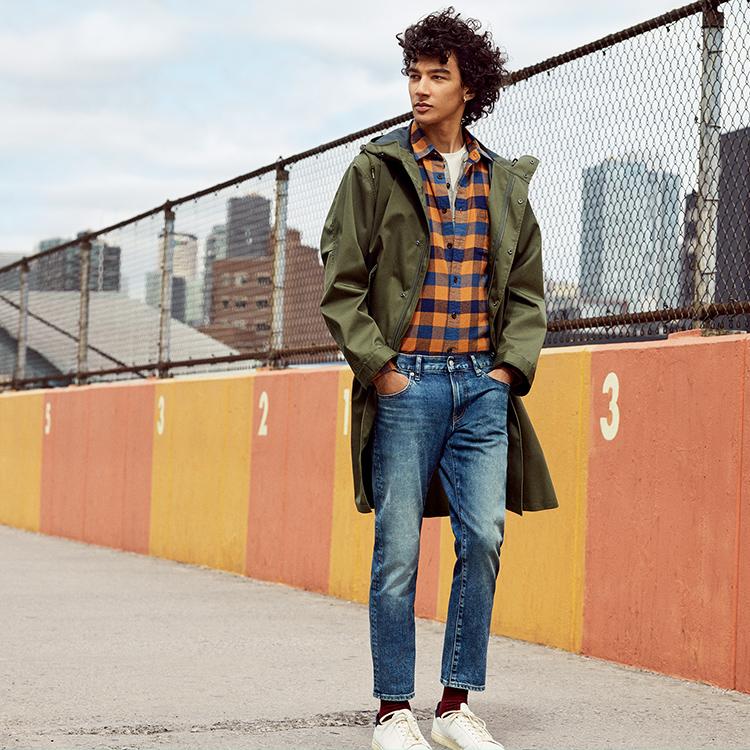 Man wearing Slim Fit Jeans